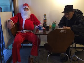 Santa tired at Tom Smoothie